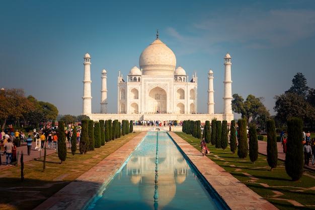 Taj mahal monument in agra, india. Premium Photo