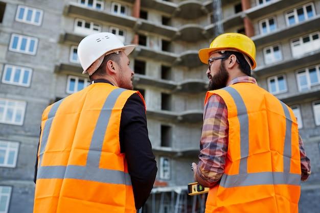 Talk of contractors Free Photo