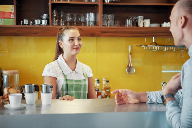 Talking barista and manager in coffee shop Free Photo