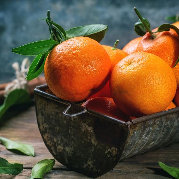 Tangerines with cinnamon Premium Photo