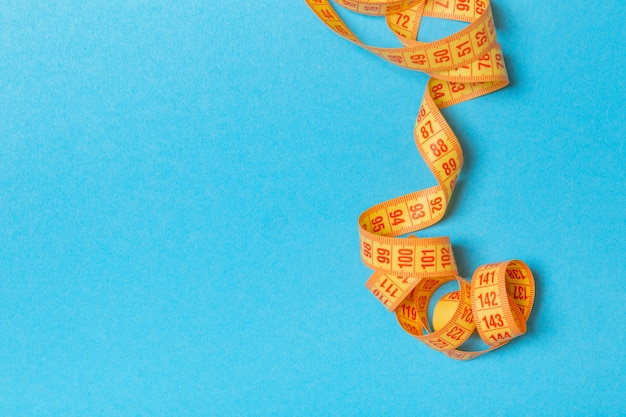 Tangled measuring tape with space Premium Photo