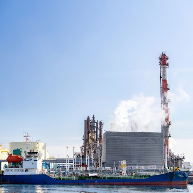 Tanker boat chemical factory Premium Photo