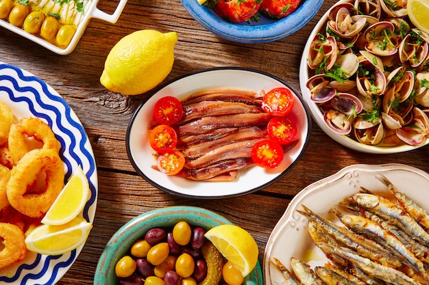 Tapas spanish seafood clams shrimps Premium Photo