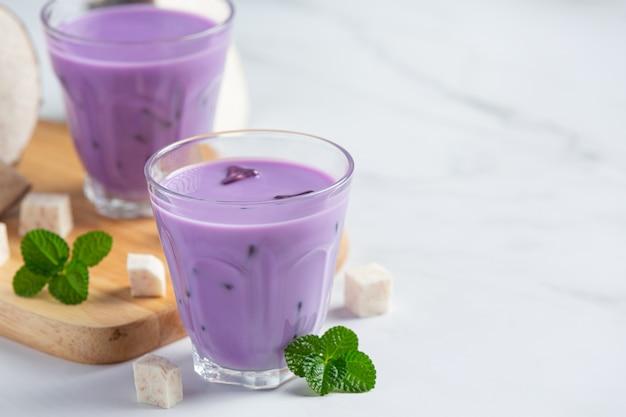 Taro potato iced tea on table Free Photo