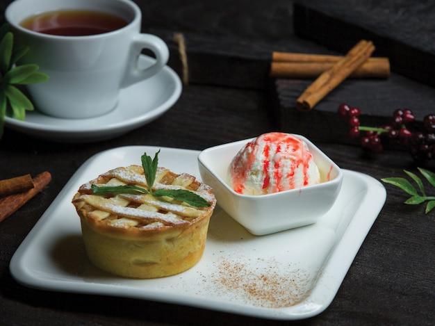 Tarte with vanilla strawberry icecream Free Photo