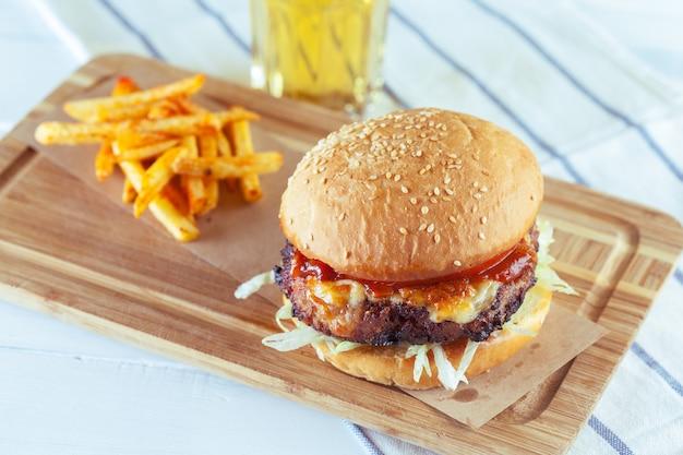 Tasty and appetizing hamburger Premium Photo
