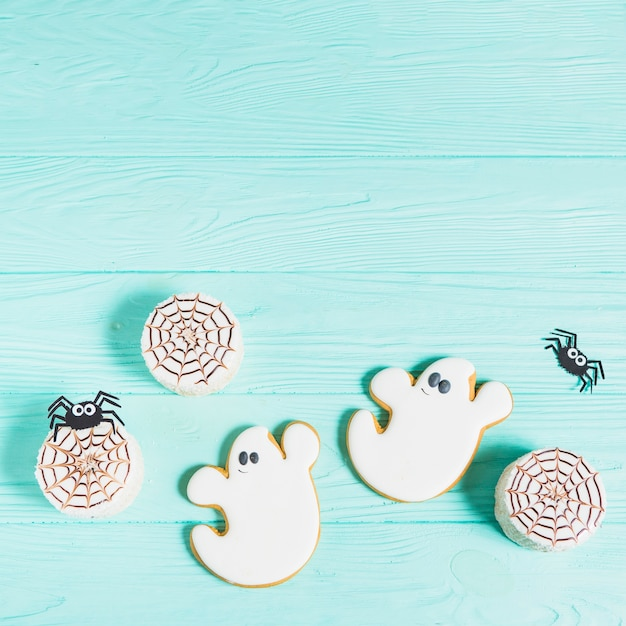 Tasty biscuits near decorating spiders and gingerbread Free Photo