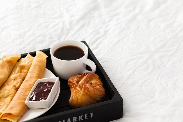 Вкусный завтрак на сервере Бесплатные Фотографии