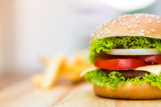Tasty cheeseburger with lettuce Free Photo