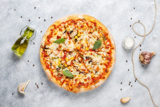 Tasty chicken pizza with mushrooms and spices Free Photo