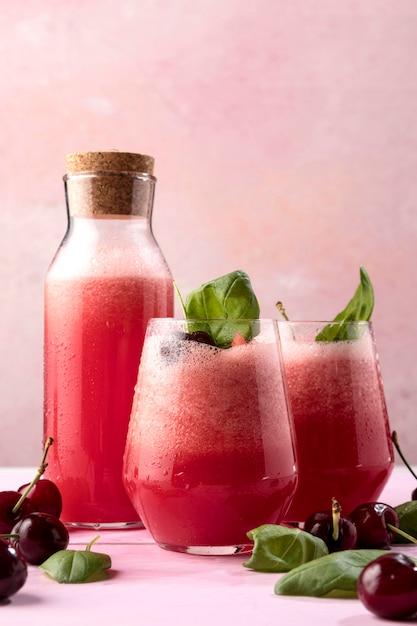 Tasty detox drink with mint Free Photo