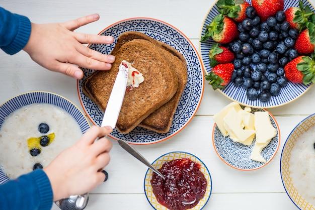 Tasty family breakfast with toasts, porridge, berries Premium Photo