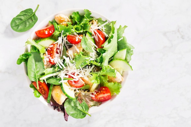 Tasty fresh salad with chicken and vegetables Premium Photo