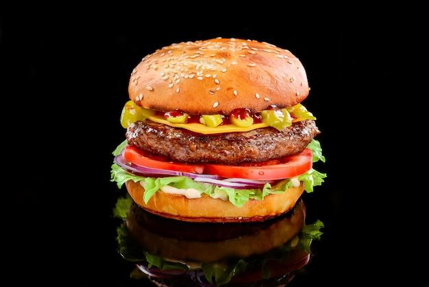 Вкусные домашние бургеры на гриле с говядиной Premium Фотографии