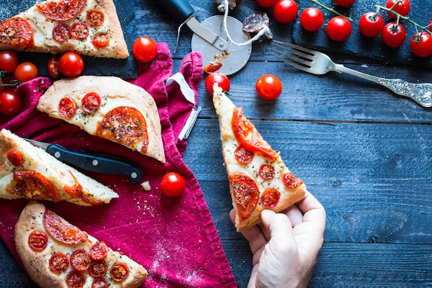 Tasty hand made tomatoes  pizza bread Premium Photo