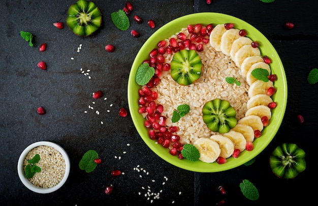 Tasty and healthy oatmeal porridge with fruit, berry and flax seeds. healthy breakfast. fitness food. proper nutrition. flat lay. top view Premium Photo