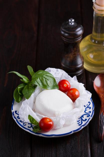 Tasty mozzarella and cherry tomatoes Free Photo
