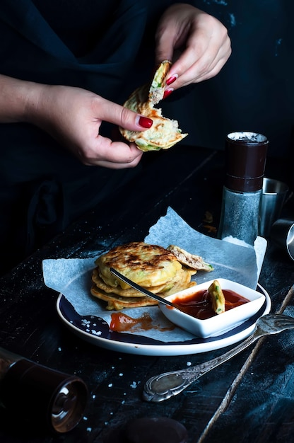 Tasty pancakes served in the plate Premium Photo