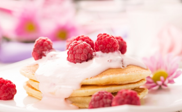Tasty pancakes with raspberries Premium Photo