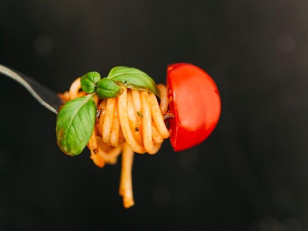 Tasty spaghetti wrapped around fork Premium Photo