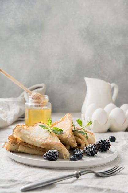 Tasty traditional russian pancakes, honey. springtime. shrovetide. Premium Photo