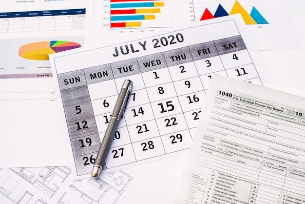 Налоги 2020, срок подачи федерального налога продлен до 15 июля из-за коронавируса. Premium Фотографии
