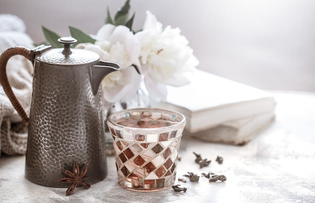 Чайная церемония, чай в стакане Premium Фотографии