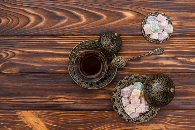 Tea cup with turkish delight on table Free Photo