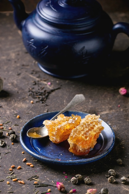Tea and honey Premium Photo