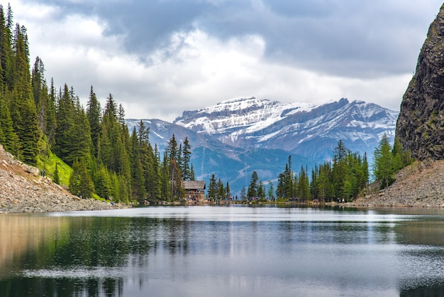 Tea house on the hiking trail at lake louise with full of hiker around the world Premium Photo