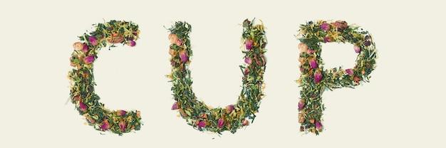 Foglia di tè con i fiori e la tazza di parola della frutta, vista superiore Foto Gratuite