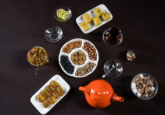 Tea table with tea glasses, nuts and top view. Free Photo