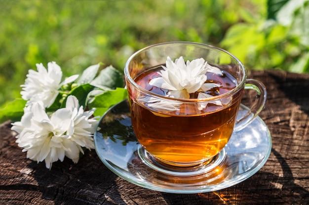 Чай с жасмином. Premium Фотографии
