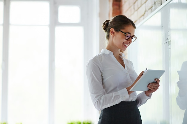 Teacher of business course Free Photo
