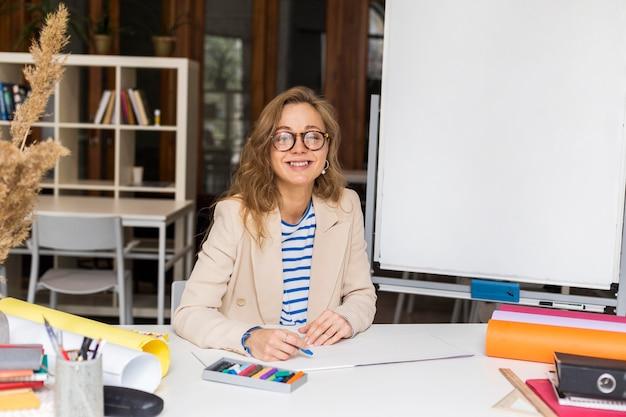 Учитель рисования в классе Бесплатные Фотографии