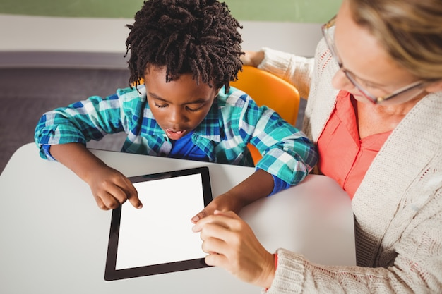 Teacher and pupil using a tablet Premium Photo