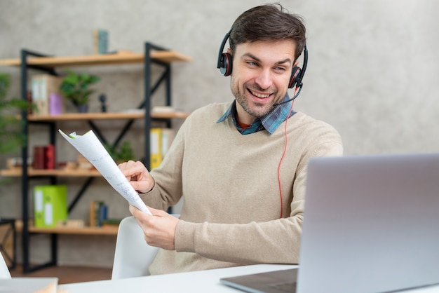 Teacher talking with his students online Premium Photo