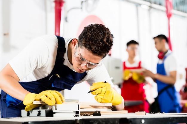 Team of industry workers in factory Premium Photo