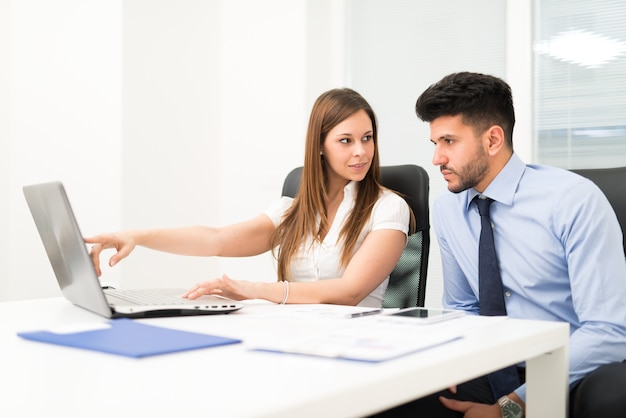 Team using a laptop computer in her office Premium Photo