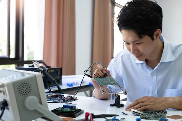 Technician checks the electronic device. Premium Photo
