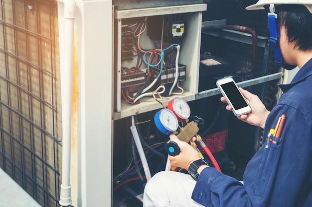 Technician is checking air conditioner Premium Photo