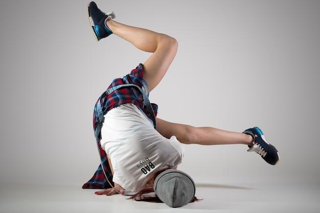 Teen breakdance girl dancing Free Photo