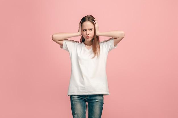 La ragazza adolescente con una strana espressione. Foto Gratuite