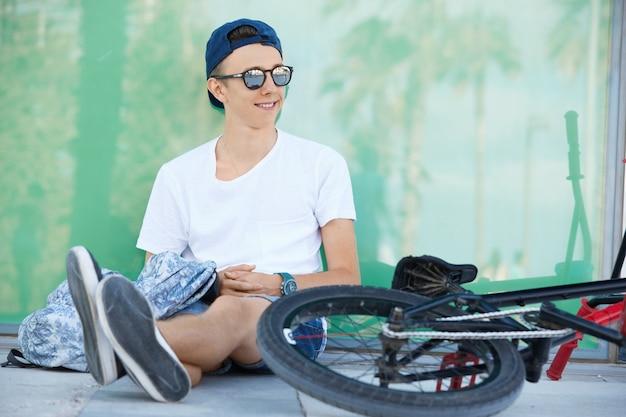 Teenage boy wearing white t-shirt and cap Free Photo