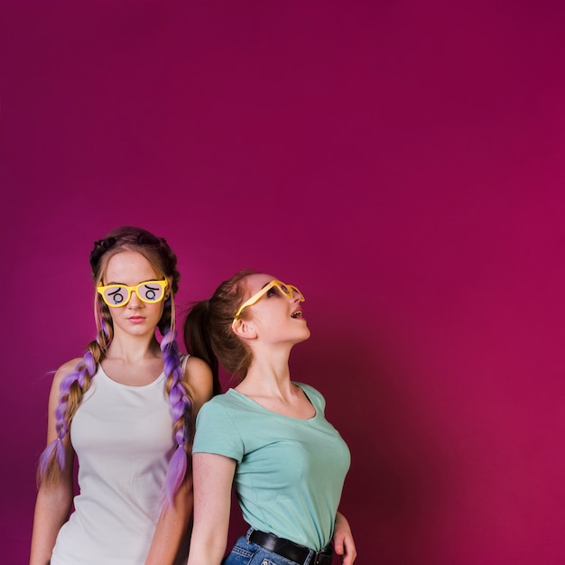 Teenage friends lifestyle concept Free Photo