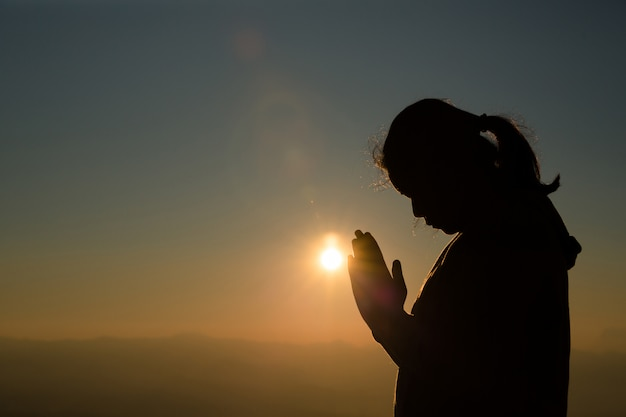 Teenage girl with praying. peace, hope, dreams concept. Free Photo