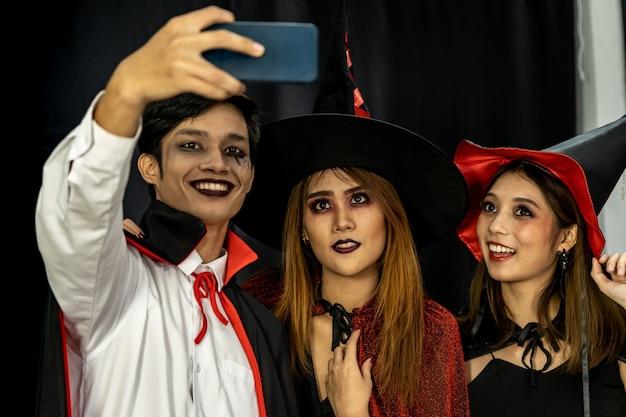 Teenager halloween party selfie Premium Photo