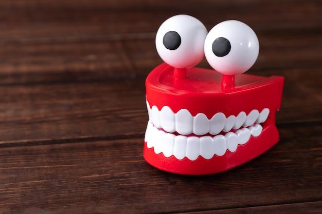 Toy Teeth, Chattering Teeth