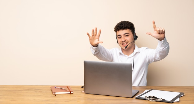 Telemarketer man counting seven with fingers Premium Photo