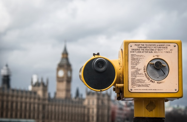Telescope pointed at houses of parliament, london Premium Photo